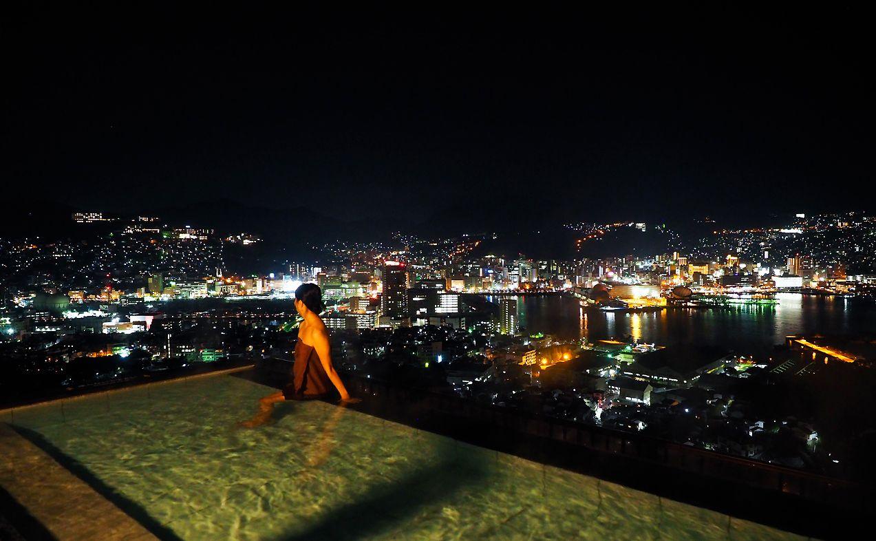 世界新三大夜景を露天風呂から堪能!1泊2日の癒し旅
