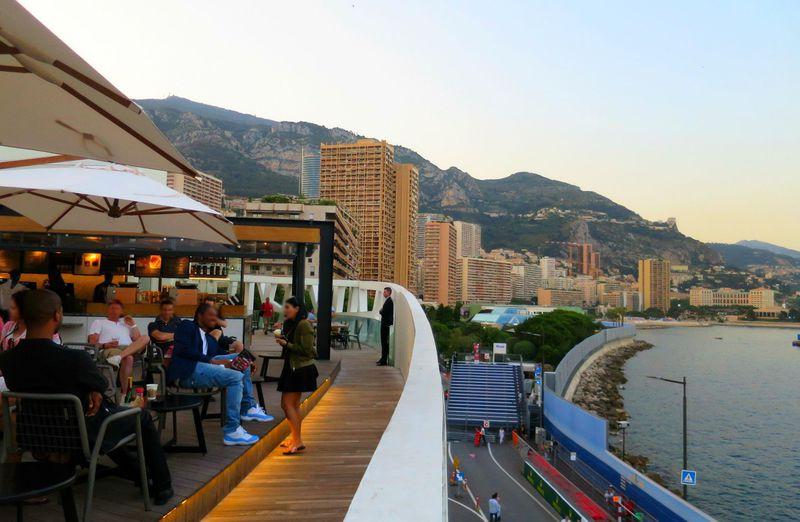 世界で一番エレガント!モナコのスタバは夕暮れ時がロマンチック!