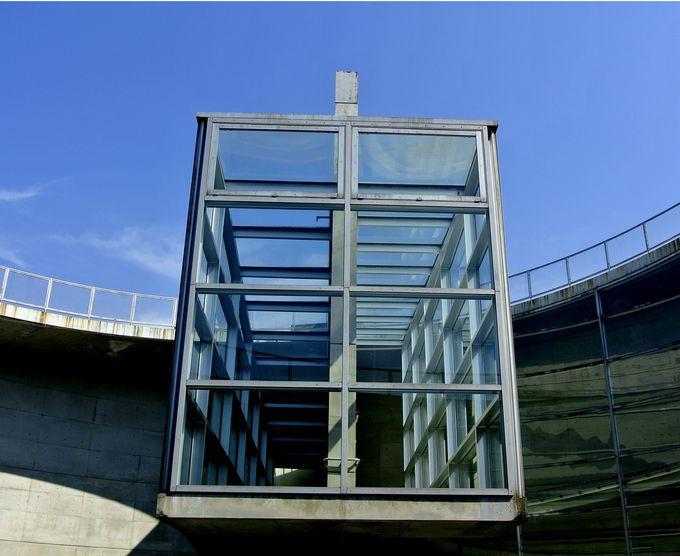 トレードマークは野外展示場にあるガラス張りのスロープ