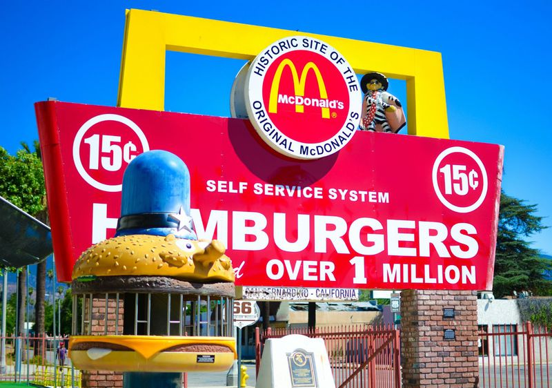 LA郊外にある「マクドナルド」の元祖というべきオリジナル店へ