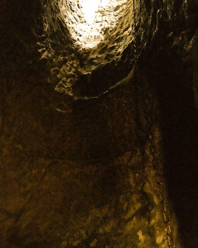 フィナーレは垂直の洞窟を1本の鎖で登る「針の耳」へ