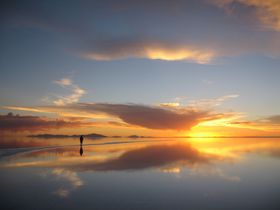 一生に一度は見たい絶景No.1!鏡面のウユニ塩湖に感動!