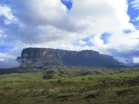 まるで天空の城!ベネズエラの秘境カナイマ国立公園・ロライマ山をトレッキング!