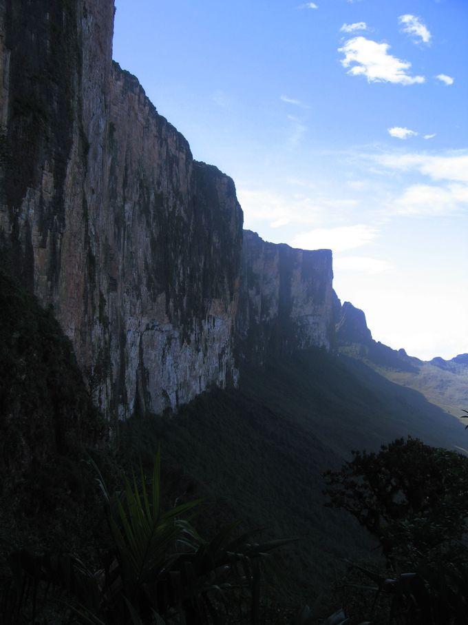 表情を変え続けるロライマ山の天気