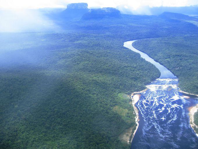 落差世界一の滝「エンジェル・フォール」を擁するカナイマ