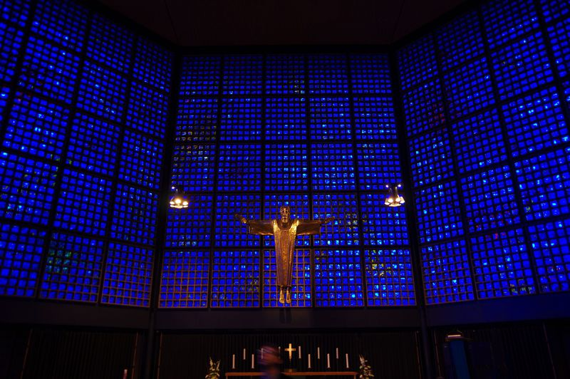 ここは海の中!?真っ青なステンドグラスの教会・ベルリン「カイザー・ヴィルヘルム教会」