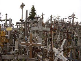ちょっと不気味!?十字架だらけのリトアニア・シャウレイ「十字架の丘」