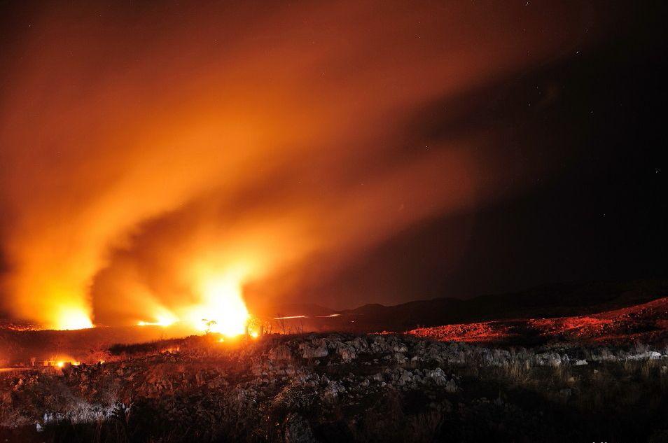 剣山の斜面には火の文字