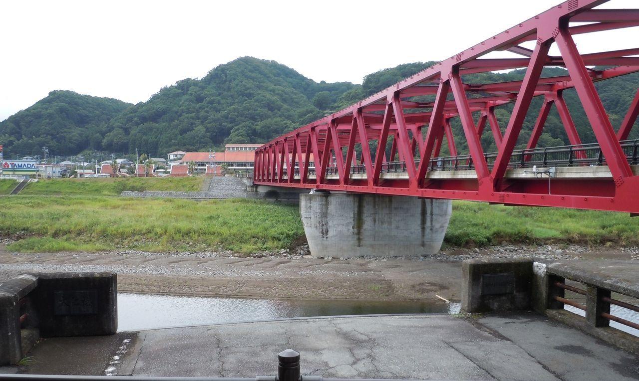 新旧対決!見比べが出来る「大仁橋」
