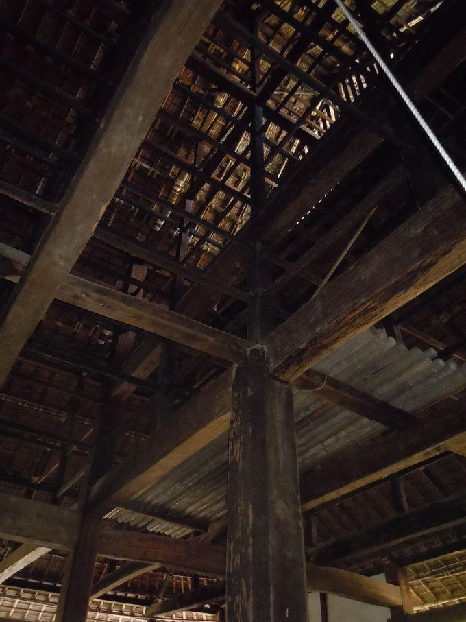 主屋の屋根裏、架構