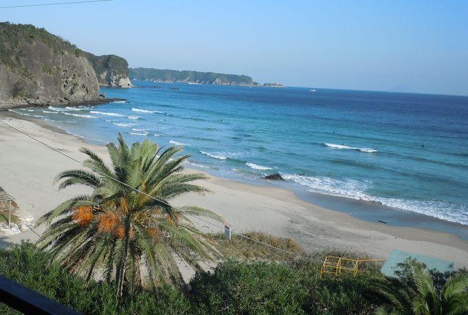 美しい景観の入田浜海岸。
