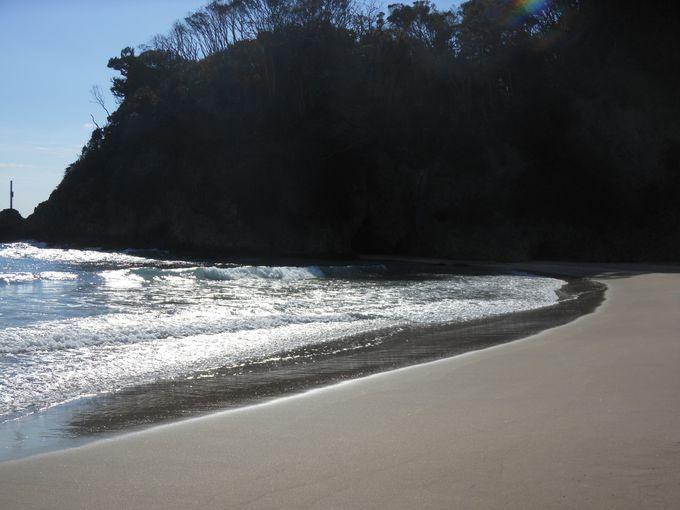 白い砂浜。