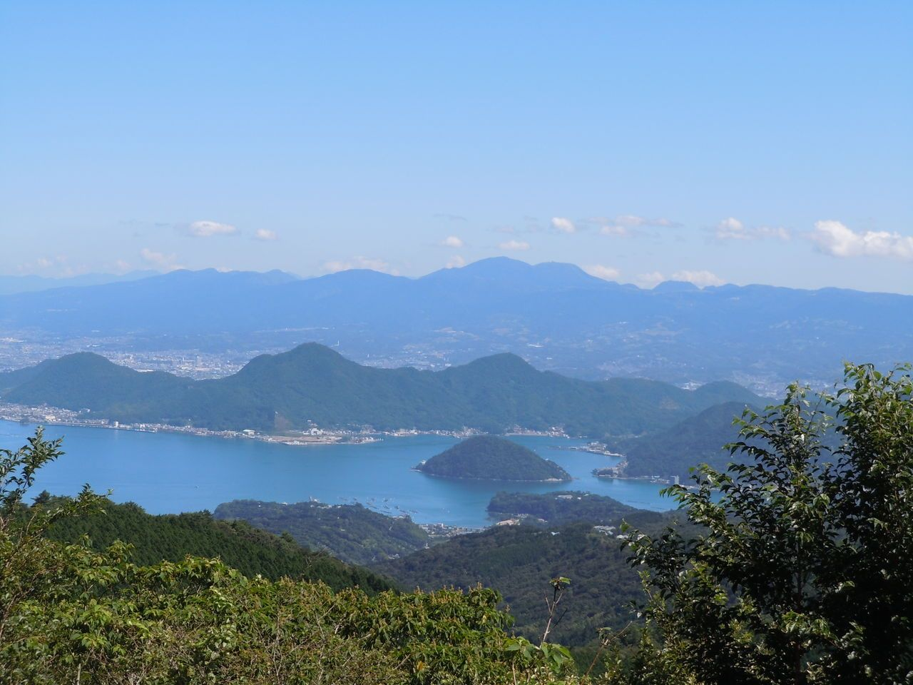 箱根連山を従えて