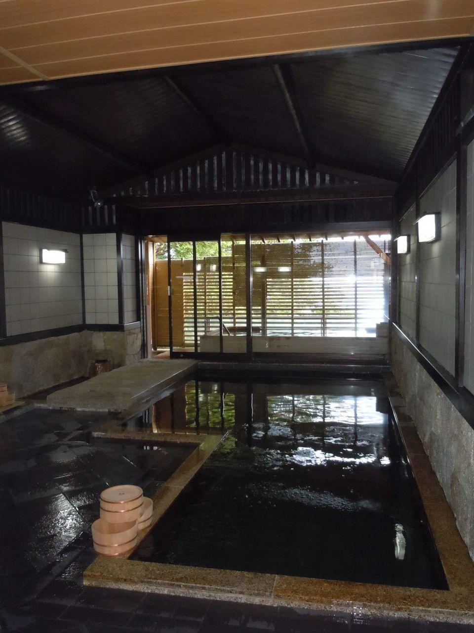 大きな浴槽で温泉を楽しむなら、こちらがお勧め!