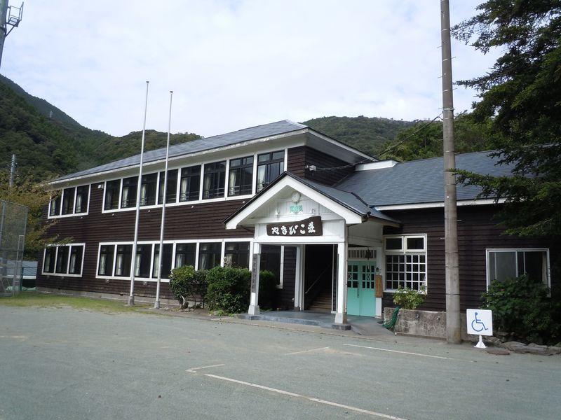 えっ、学校に泊まる宿!?西伊豆町営宿泊施設「やまびこ荘」