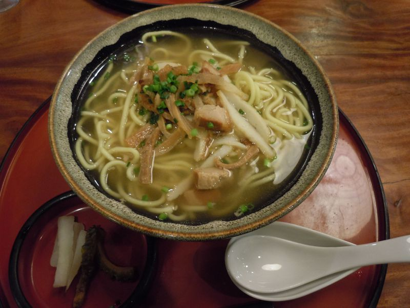 石垣島で食べたい!定番「八重山そば」から地元の美味珍味