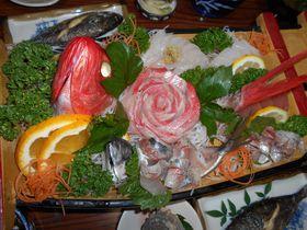 まるで宝石箱のような舟盛?!南伊豆町子浦・海鮮の宿「かまや」で豪勢な魚介を喰らう!!|静岡県|トラベルjp<たびねす>