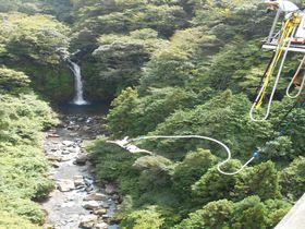 大棚の滝を見ながら大ジャンプ!須津渓谷橋「富士バンジー」|静岡県|トラベルjp<たびねす>