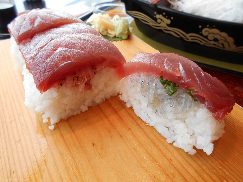 20cm超え!清水魚市場「海山」マグロのメガ一貫にぎりが凄い