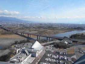 眺望抜群!東名高速・富士川SA「フジスカイビュー」でスリルな景色も楽しもうっ!|静岡県|トラベルjp<たびねす>