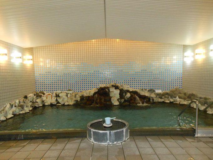 ロケーションが素晴らしい足湯も完備!本格的な温泉で疲れを癒そう