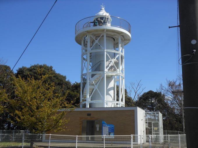 灯台萌え必訪!謎めく光り方をする島の象徴「初島灯台」