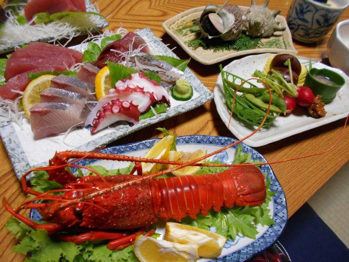 夕食は惜しげもなく海の幸がど〜んっ!思わず声が漏れる豪快メニュー