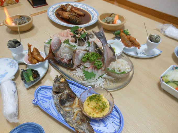 民宿の域を超えた!鮮度抜群の海鮮料理&オリジナルブランドソースを使ったメインディッシュ!
