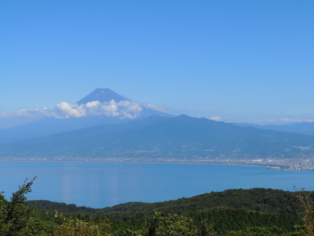 万国博に出展した歴史も残る!富士山の絶景処「だるま山高原」