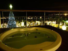 部屋の外は煌めく光の海!沖縄・カヌチャリゾート「スターダストファンタジア」イルミ見るならこの部屋!|沖縄県|トラベルjp<たびねす>