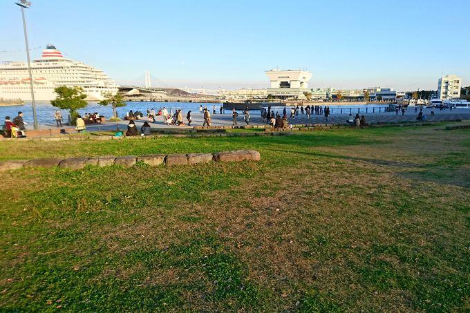 逃げ恥 第3話:みくりがやっさんと芝生の上でランチしていた公園【象の鼻パーク「開港の丘」】