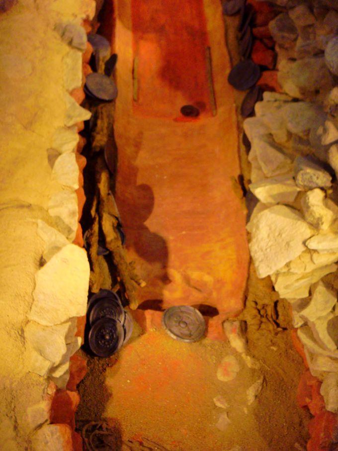 まるでタイムカプセル!!盗掘を免れた珍しい石室