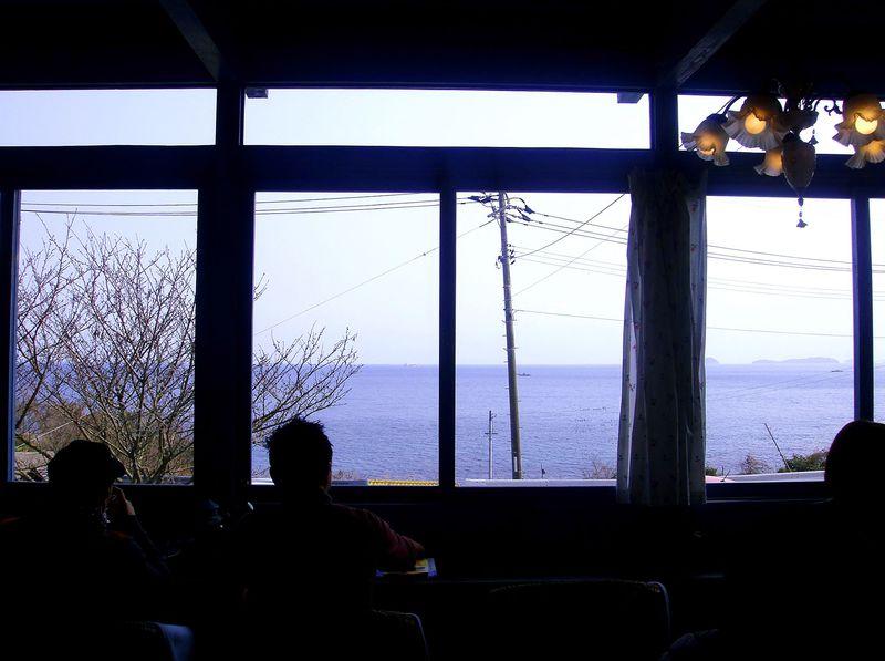 しまなみ海道の大島で笑顔に!海と空の間にある食堂『みつばち』