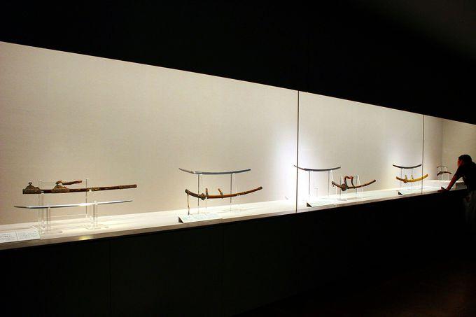 春日大社宝物の美しさを際立たせる展示。美術鑑賞用の「ギャラリー・スコープ」を。