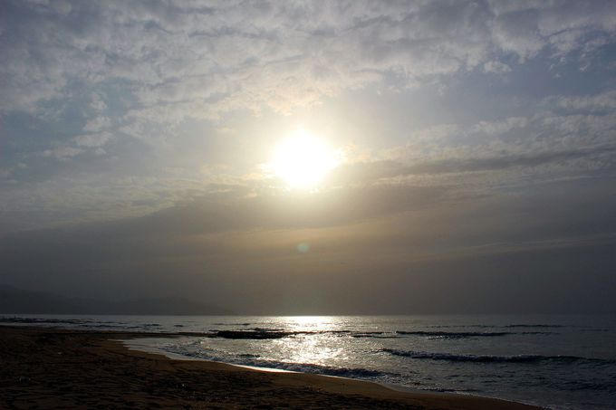 夕日ヶ浦で「神の箱庭」の絶景「日鏡」を!