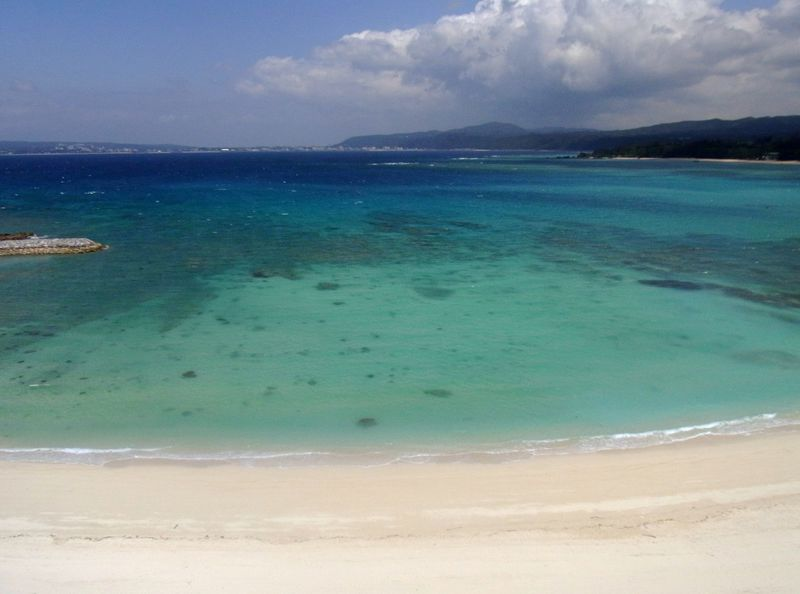 朝陽&夕陽を心地いい海風の中で!沖縄・ブセナ岬で海と大地の恵みを堪能しよう!
