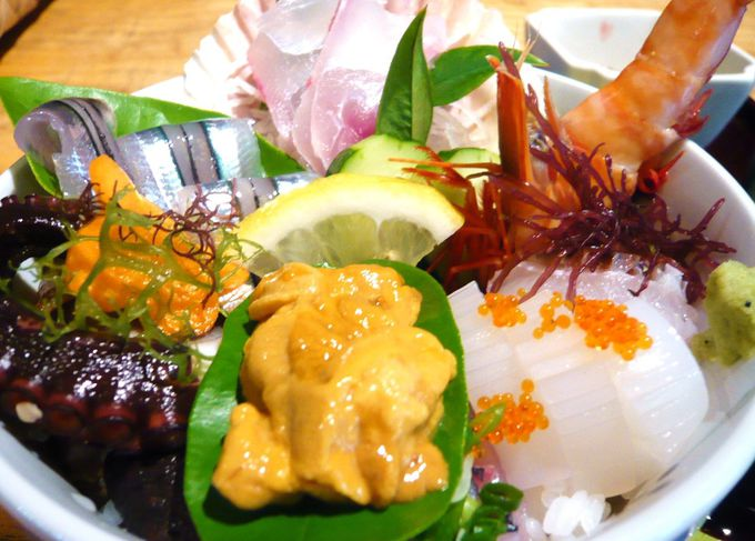 生ウニ付き!てんこ盛り海鮮丼