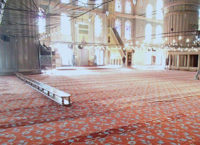 1日に5回の祈り、コーランを捧げる聖域