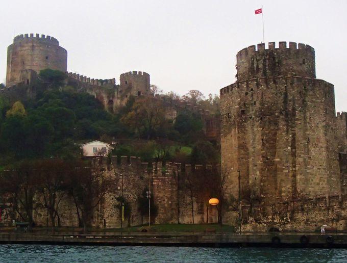 見どころ2:城壁のような「ルメリ・ヒサル」