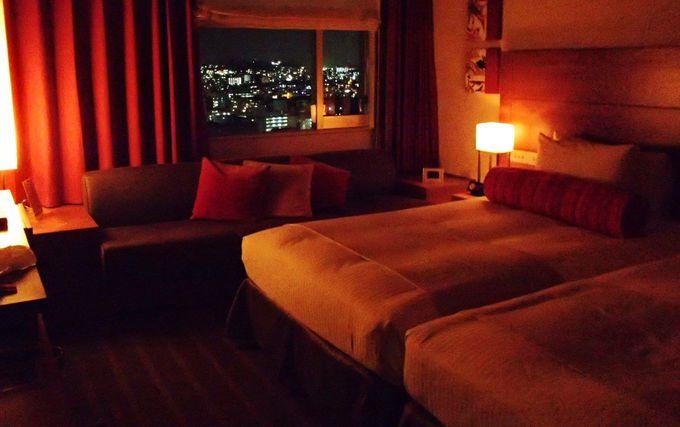 リノベーションされた琉球モダンな客室からは首里からの夜景が!