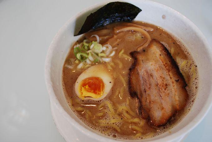 魚介&豚骨の濃厚スープにガツン!とヤラレたい人にオススメの一杯。 【麺屋 轍(わだち)】