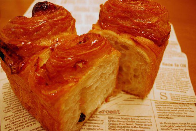 バターたっぷりのデニッシュ生地にドライフルーツがINした、ご馳走パン