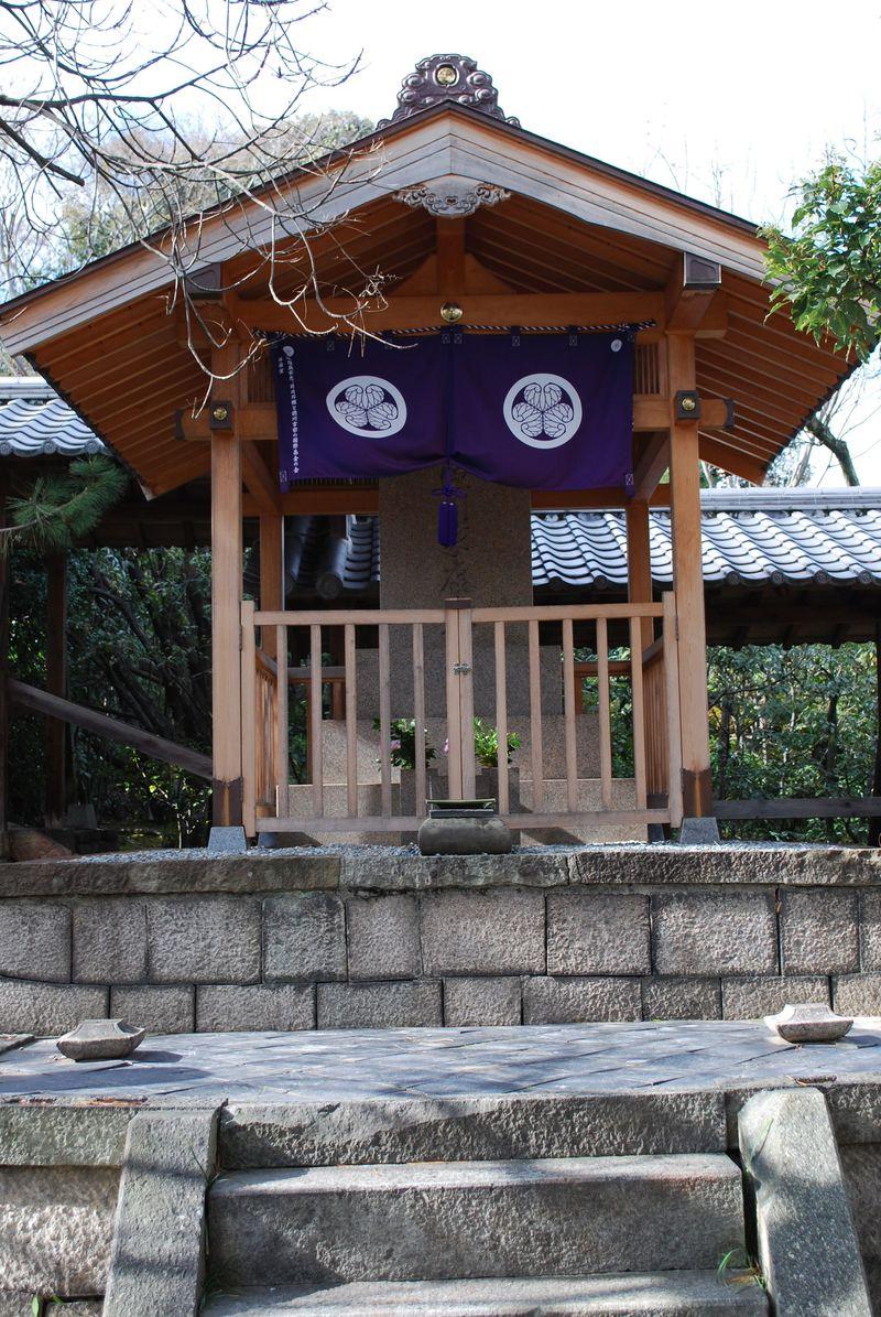 大阪・堺にも家康の墓がある!?南宗寺に残された『家康が絶命前に座っていた石』が隠れパワースポットに…