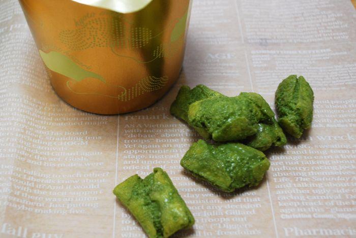 さくさく食感+抹茶チョコがコラボした、京都限定「ショコラからり京都抹茶」