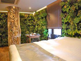 大阪・心斎橋の「ホテル ザ グランデ」がリニューアルオープン!世界初の緑に囲まれたゲストルームが話題|大阪府|トラベルjp<たびねす>