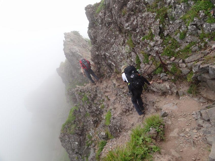 稜線の風を感じながら、横岳を縦走