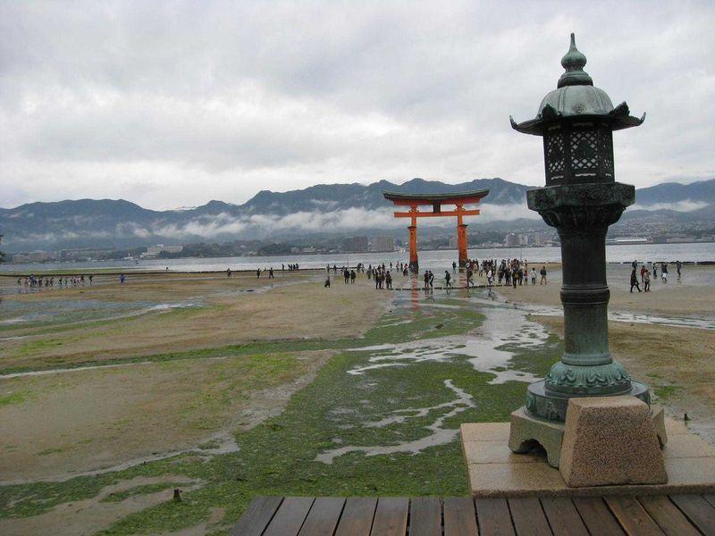 晩秋、朱に染まる安芸の宮島「嚴島神社」