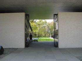 自然の中でアートと地産地消のフレンチが楽しめる「箱根ラリック美術館」