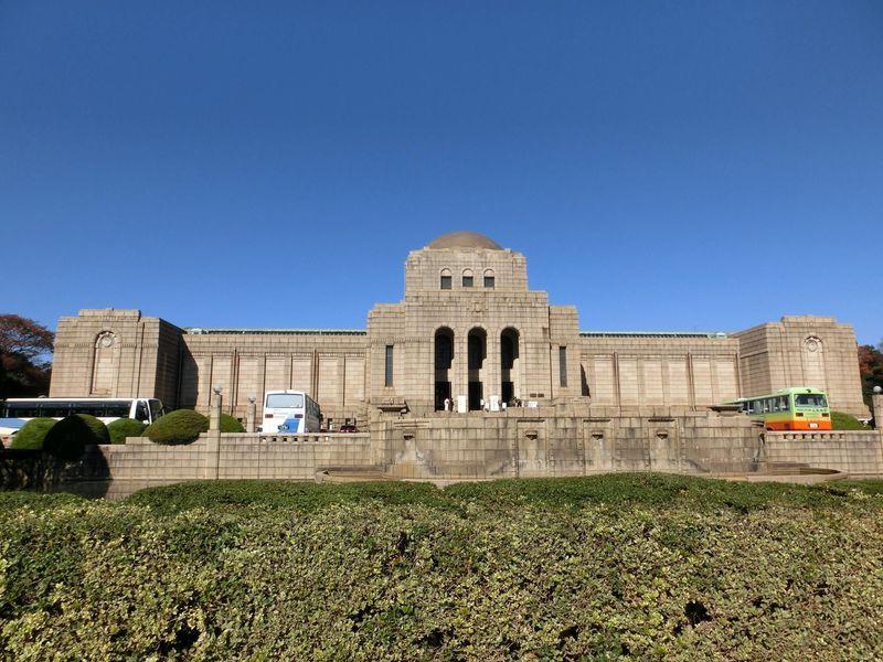 重厚な建物と明治の歴史を語る壁画に圧倒!明治神宮外苑の聖徳記念絵画館