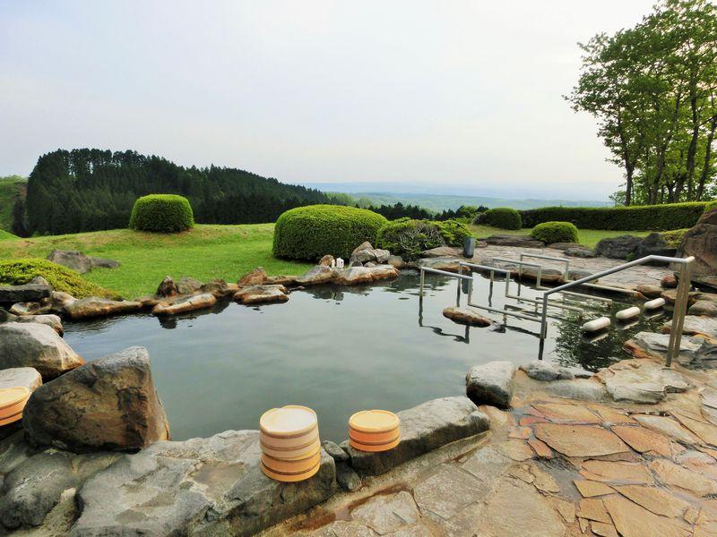 満天の星降る絶景露天風呂!熊本・黒川温泉「三愛高原ホテル」